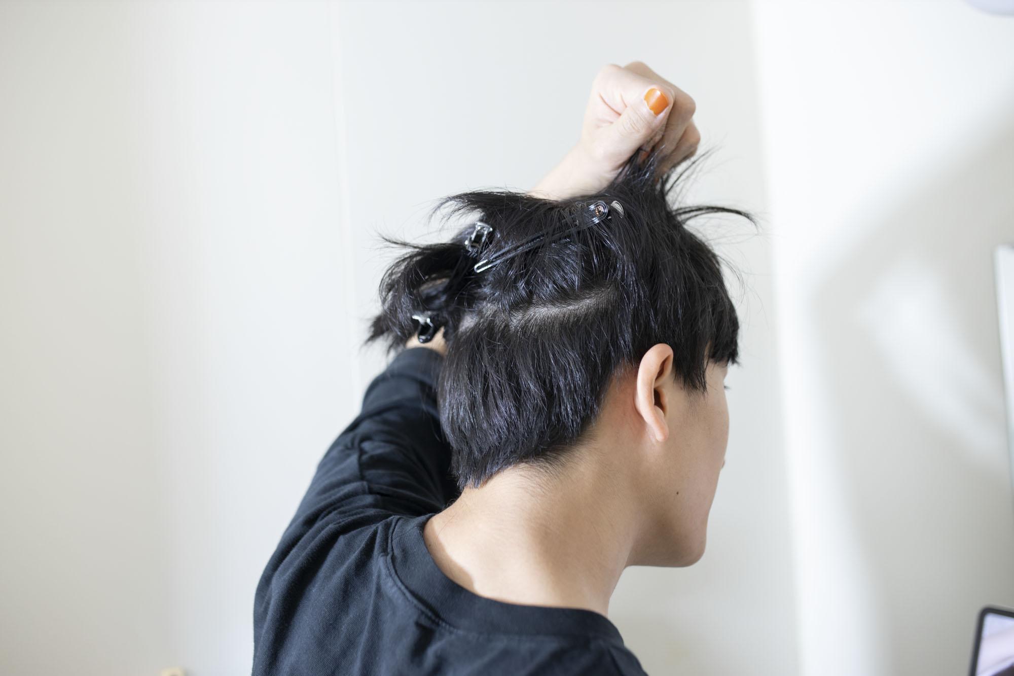 カット 散髪 セルフ 【自分で髪を切る!?】大学生にはセルフカットがおすすめ!